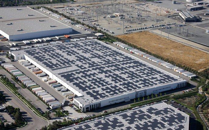 Commercial Solar Panel Installation | Rooftop Solar Company