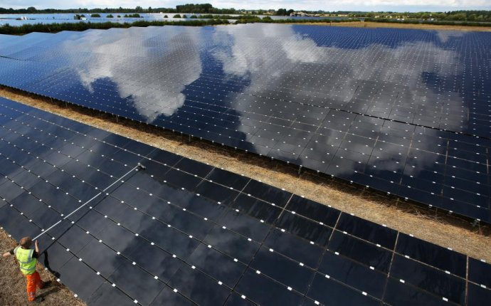 UK s biggest solar company takes shine to global projects with